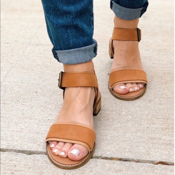 Toms Tan Leather Womens Camilia Sandals